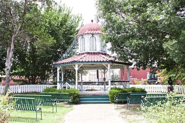 Hope Floats In Smithville Texas Blueskytraveler Com