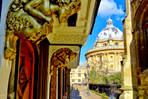 The Narnia Door in Oxford & Lamp-Post
