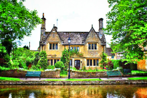 Cotswold Village: Bourton-On-Water